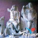 Статуя Посейдона и Деметры. Археологический музей. Измир.
